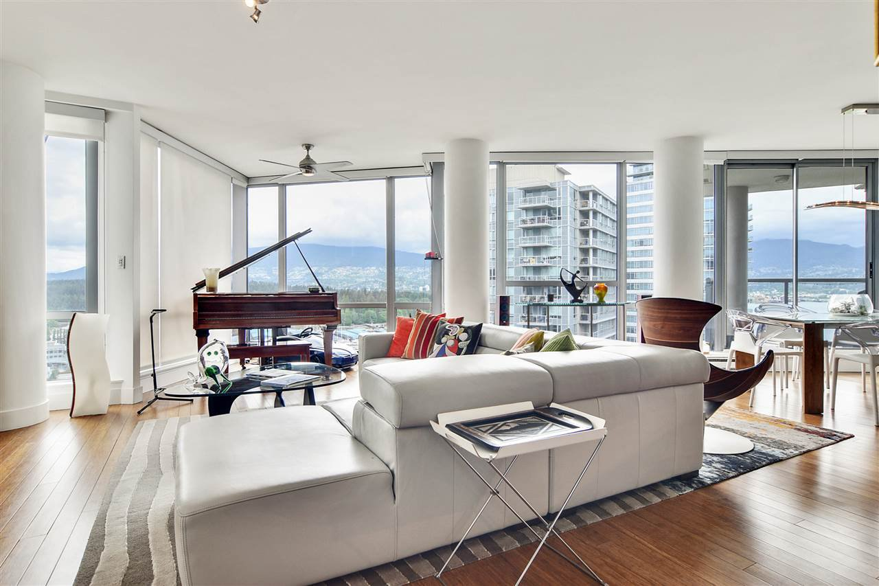 """Main Photo: 2202 1228 W HASTINGS Street in Vancouver: Coal Harbour Condo for sale in """"Palladio"""" (Vancouver West)  : MLS®# R2485869"""
