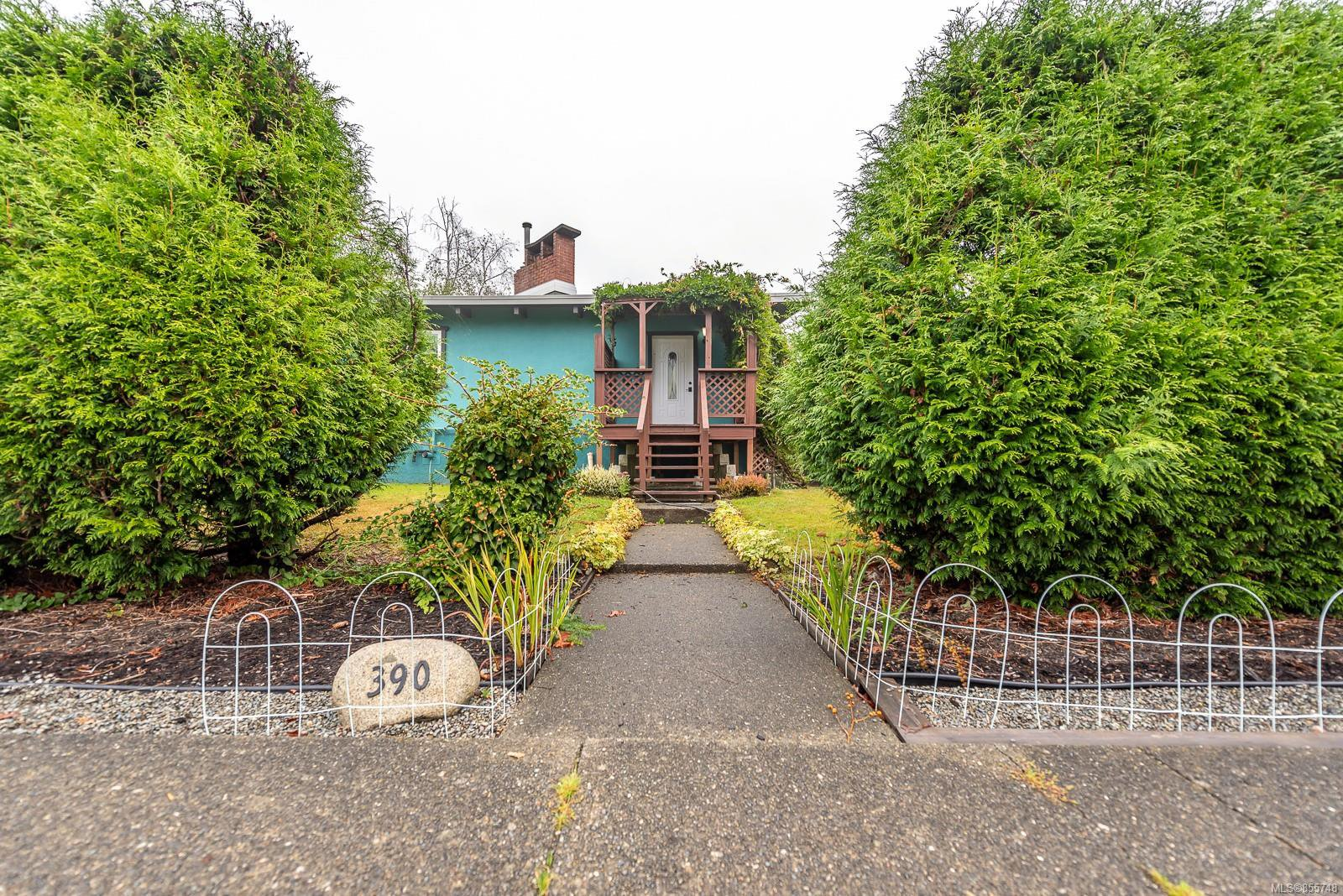 Main Photo: 390 Woods Ave in : CV Courtenay City Single Family Detached for sale (Comox Valley)  : MLS®# 855748