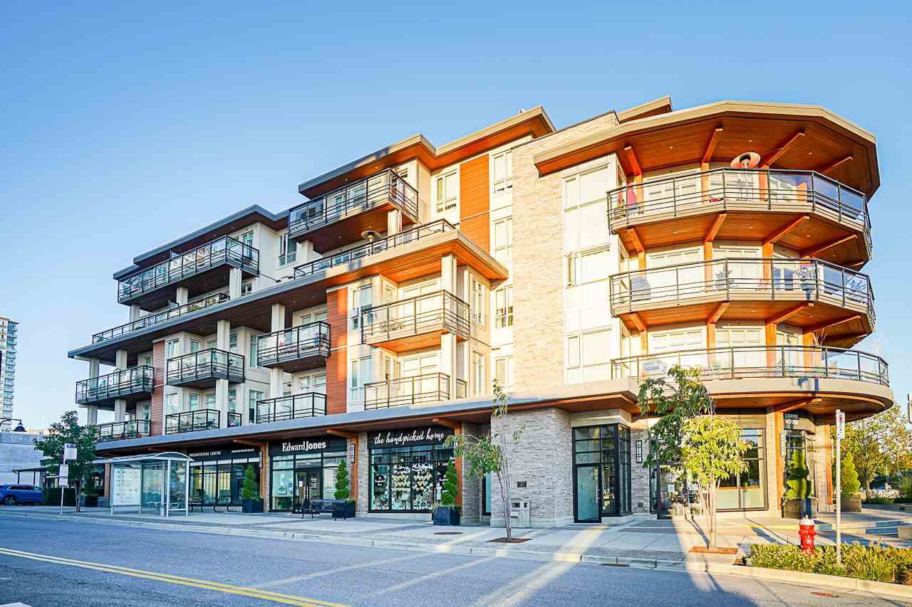 "Main Photo: 401 1420 JOHNSTON Road in Surrey: White Rock Condo for sale in ""Saltaire"" (South Surrey White Rock)  : MLS®# R2503396"