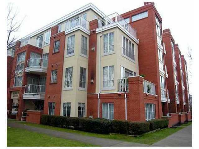 "Main Photo: 207 3621 W 26TH Avenue in Vancouver: Dunbar Condo for sale in ""DUNBAR HOUSE"" (Vancouver West)  : MLS®# V889470"