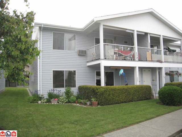 """Main Photo: 257 32691 GARIBALDI Drive in Abbotsford: Abbotsford West Townhouse for sale in """"CARRIAGE LANE"""" : MLS®# F1115723"""