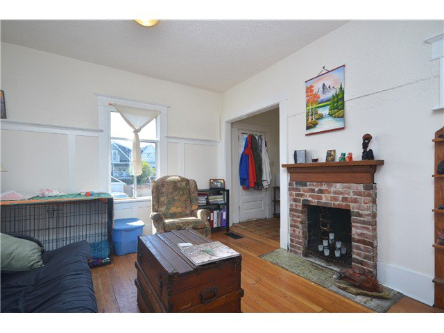 Photo 5: Photos: 1132 E 12TH AV in Vancouver: Mount Pleasant VE House for sale (Vancouver East)  : MLS®# V1023872