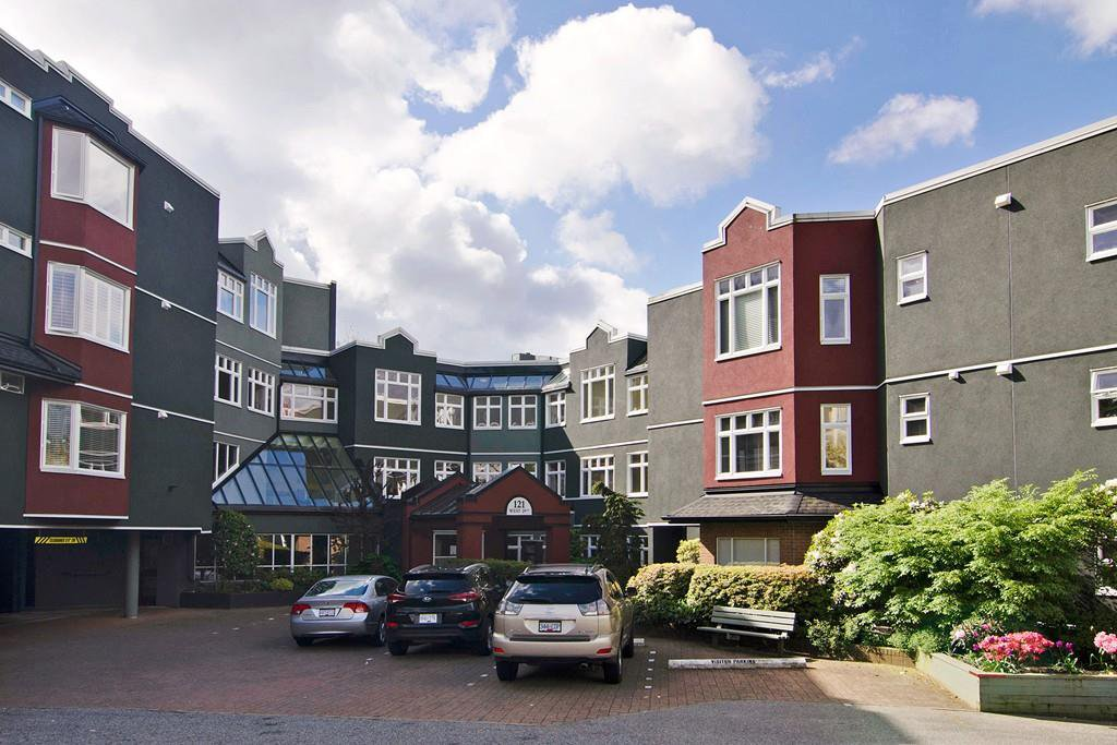 "Main Photo: 201 121 W 29TH Street in North Vancouver: Upper Lonsdale Condo for sale in ""Somerset Green"" : MLS®# R2066610"