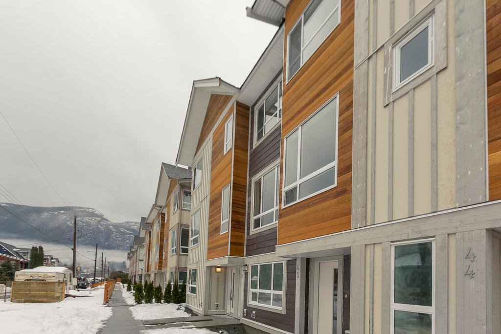 """Main Photo: 47 1188 WILSON Crescent in Squamish: Downtown SQ Townhouse for sale in """"The Current"""" : MLS®# R2132243"""