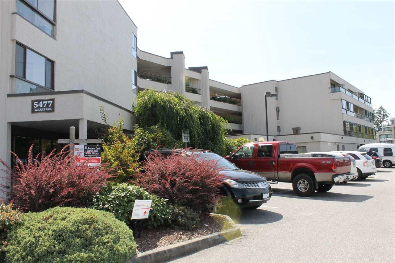 "Main Photo: 109 5477 WHARF Avenue in Sechelt: Sechelt District Condo for sale in ""ROYAL TERRACE"" (Sunshine Coast)  : MLS®# R2137129"
