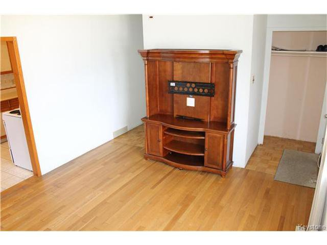 Photo 8: Photos: 85 Lochmoor Avenue in Winnipeg: Windsor Park Residential for sale (2G)  : MLS®# 1709029