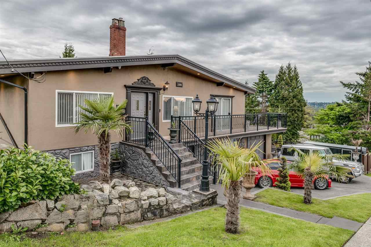 Main Photo: 1600 HOLDOM Avenue in Burnaby: Parkcrest House for sale (Burnaby North)  : MLS®# R2165020