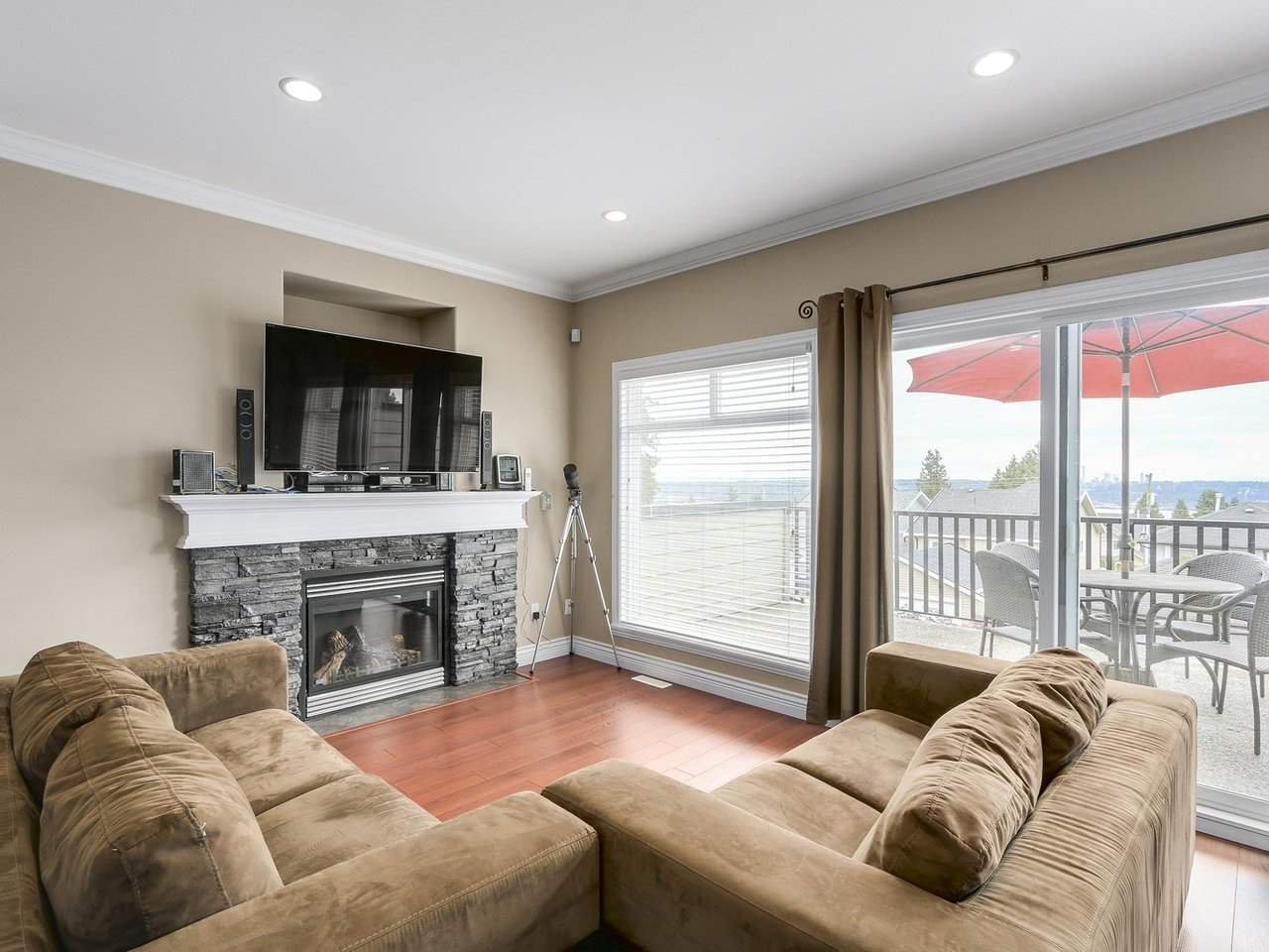 Photo 3: Photos: 1044B CHARLAND Avenue in Coquitlam: Central Coquitlam House 1/2 Duplex for sale : MLS®# R2172343