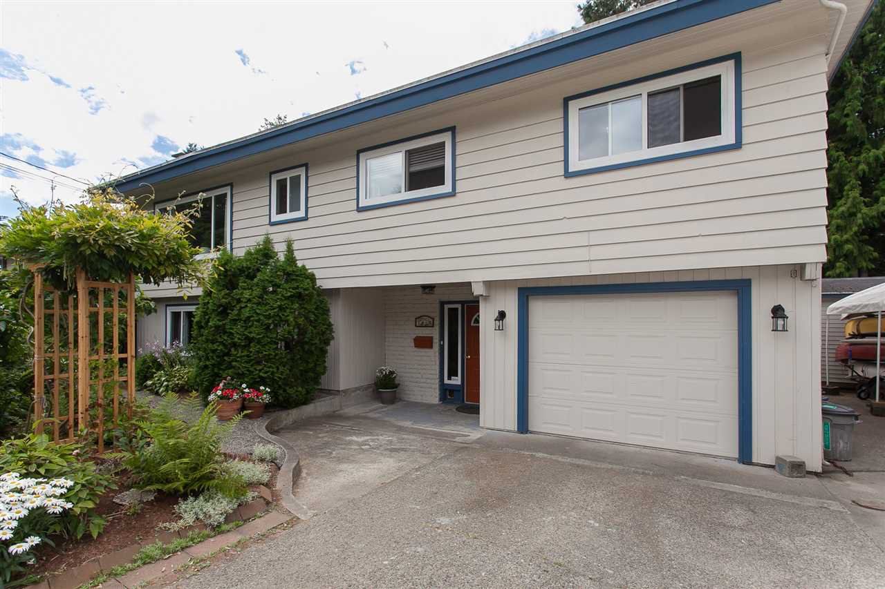 Photo 2: Photos: 2543 ALDERVIEW Street in Abbotsford: Central Abbotsford House for sale : MLS®# R2187032