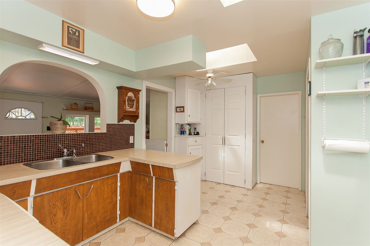 Photo 10: Photos: 2543 ALDERVIEW Street in Abbotsford: Central Abbotsford House for sale : MLS®# R2187032