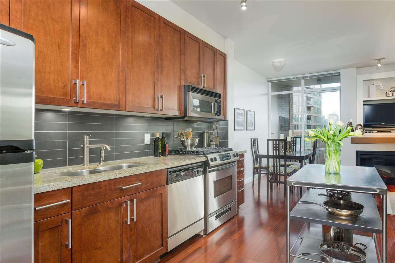 "Photo 6: Photos: 306 2055 YUKON Street in Vancouver: False Creek Condo for sale in ""MONTREUX"" (Vancouver West)  : MLS®# R2238988"