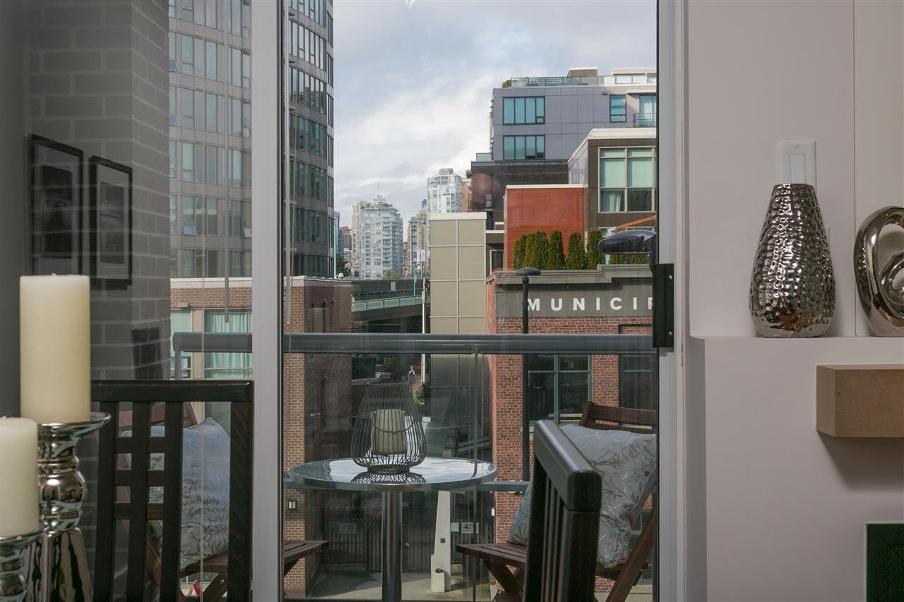 "Photo 9: Photos: 306 2055 YUKON Street in Vancouver: False Creek Condo for sale in ""MONTREUX"" (Vancouver West)  : MLS®# R2238988"