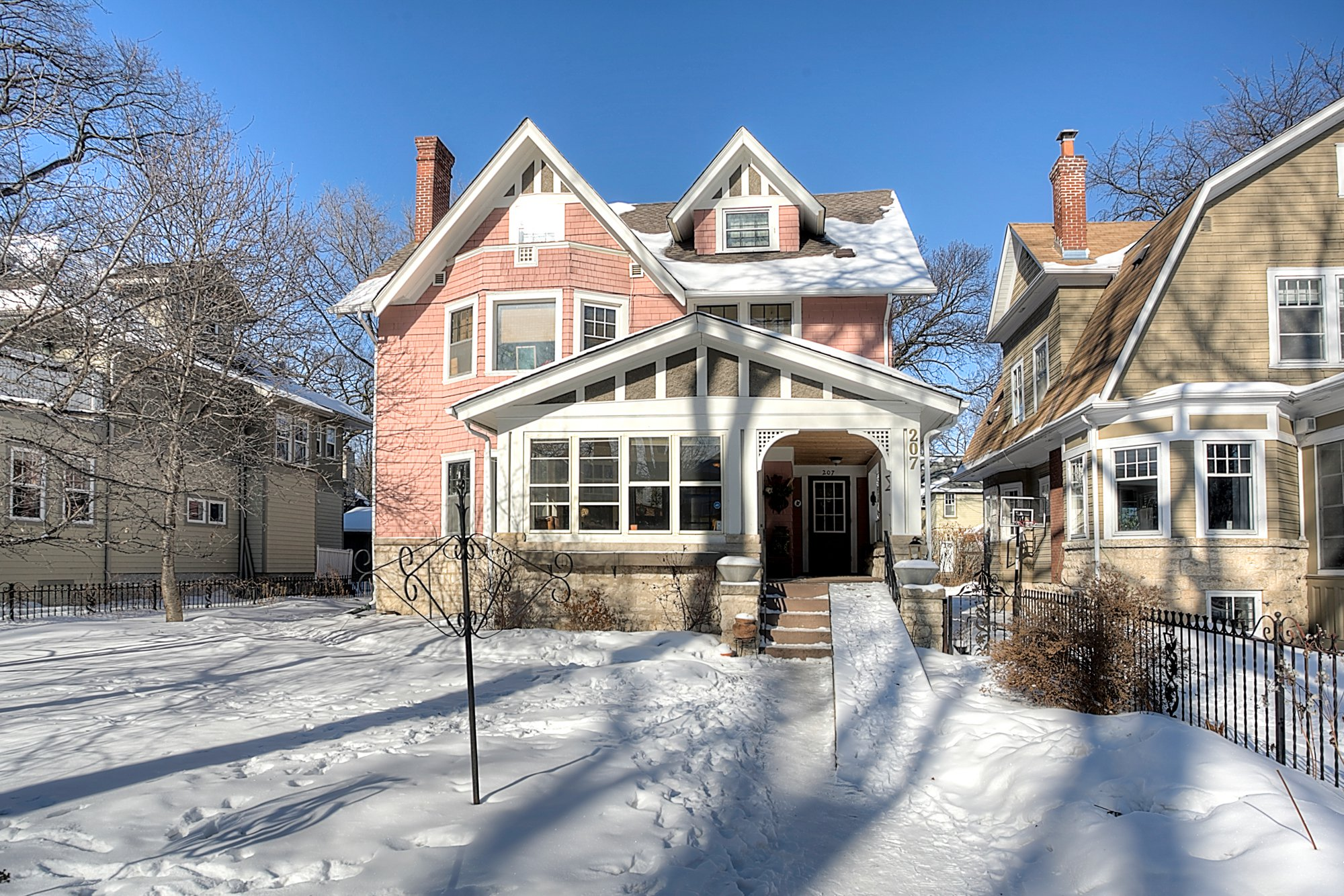 Main Photo: : Duplex for sale : MLS®# 1802539