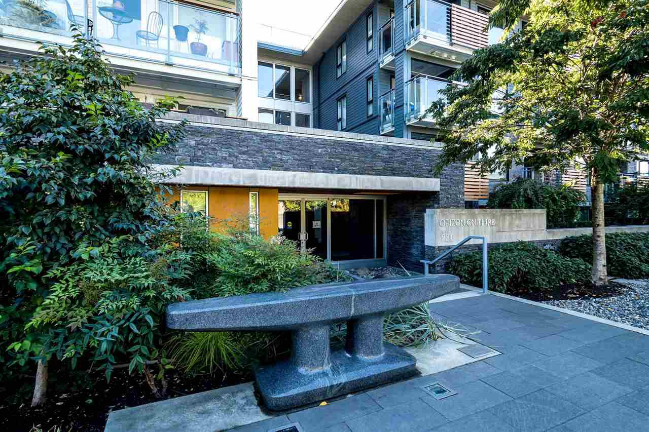 """Main Photo: 403 221 E 3RD Street in North Vancouver: Lower Lonsdale Condo for sale in """"ORIZON"""" : MLS®# R2243715"""