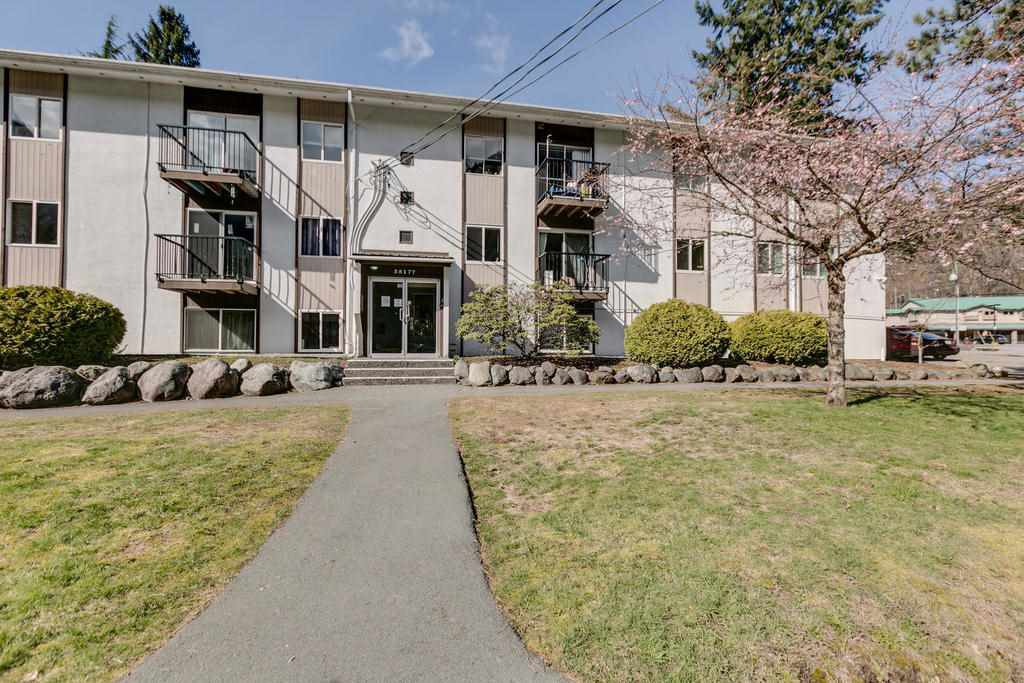 """Main Photo: 43 38177 WESTWAY Avenue in Squamish: Valleycliffe Condo for sale in """"Westway Village"""" : MLS®# R2249405"""