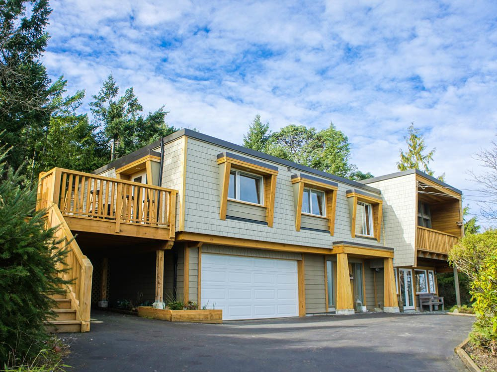 Main Photo: 3693 Oakridge Drive in Hammond Bay: House for sale : MLS®# 407321