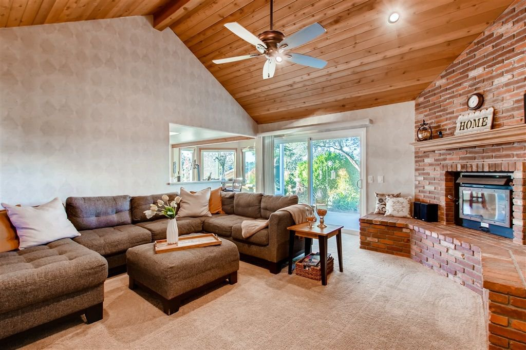 Photo 9: Photos: SOUTHWEST ESCONDIDO House for sale : 4 bedrooms : 1001 Summit Trl in Escondido