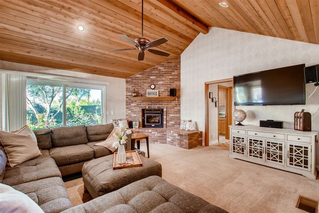 Photo 8: Photos: SOUTHWEST ESCONDIDO House for sale : 4 bedrooms : 1001 Summit Trl in Escondido
