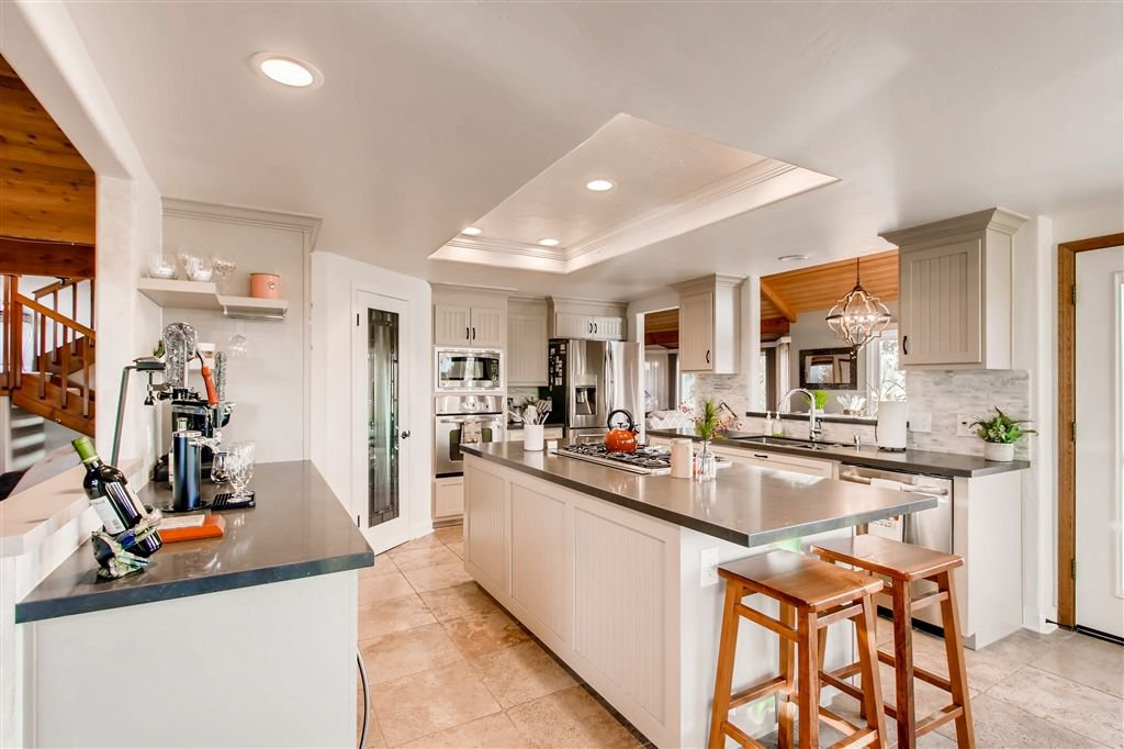 Photo 3: Photos: SOUTHWEST ESCONDIDO House for sale : 4 bedrooms : 1001 Summit Trl in Escondido