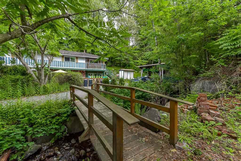 Photo 6: Photos: 1749 SHERIDAN Avenue in Coquitlam: Central Coquitlam House for sale : MLS®# R2396169