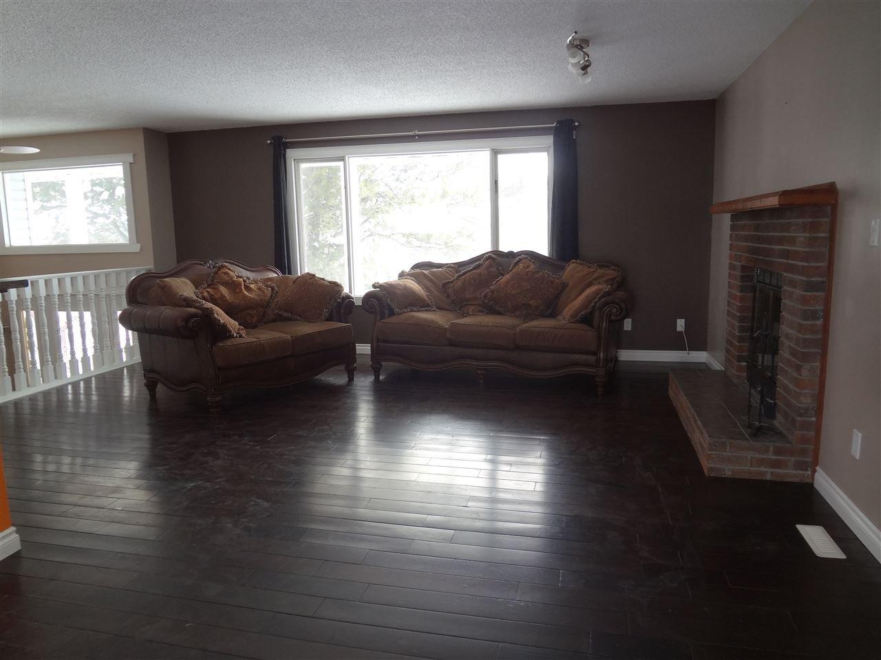 Photo 3: Photos: 9804 113 Avenue in Fort St. John: Fort St. John - City NE House for sale (Fort St. John (Zone 60))  : MLS®# R2413891