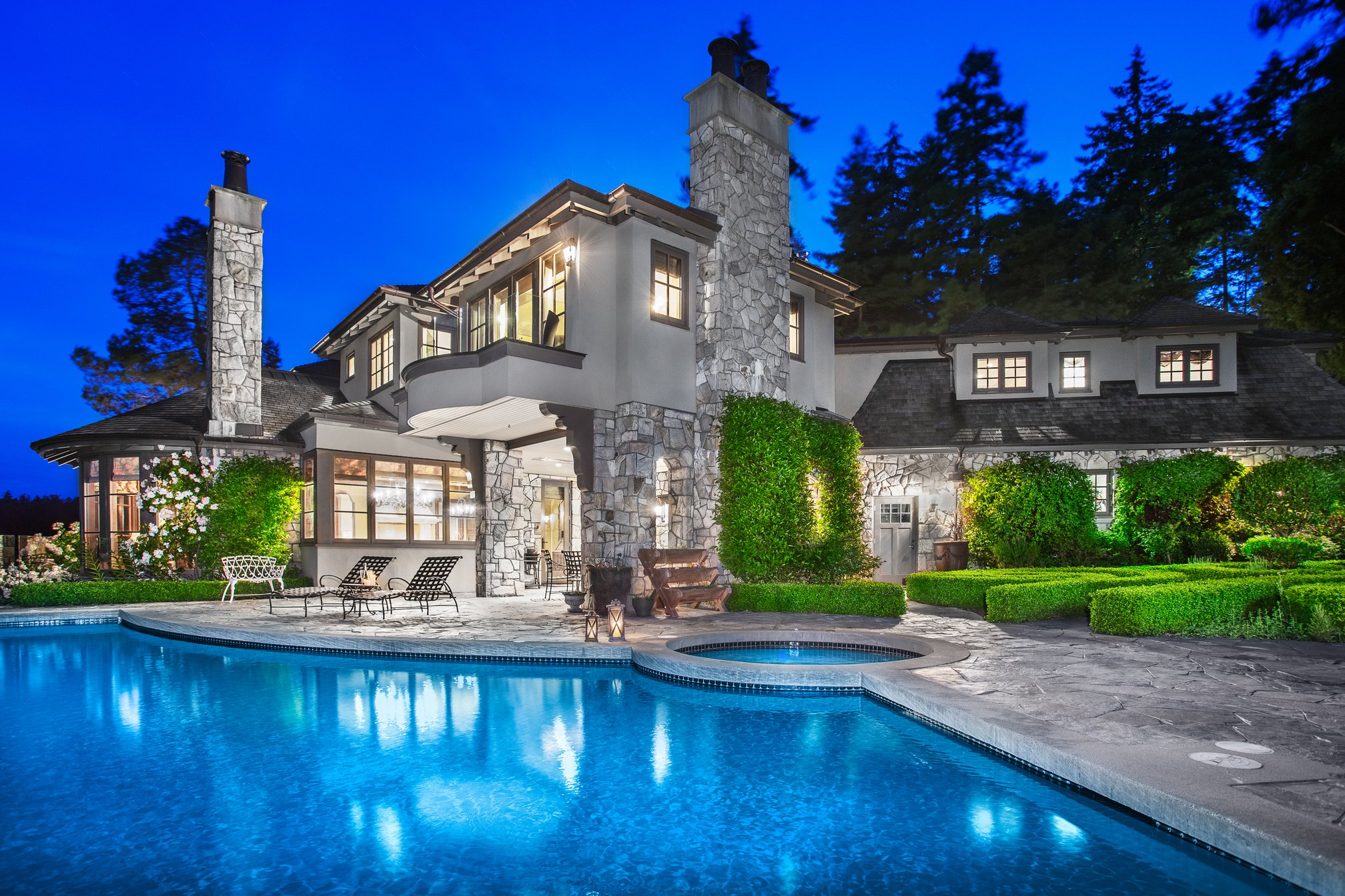 Main Photo: 4672 CLOVELLY WALK in West Vancouver: House for sale