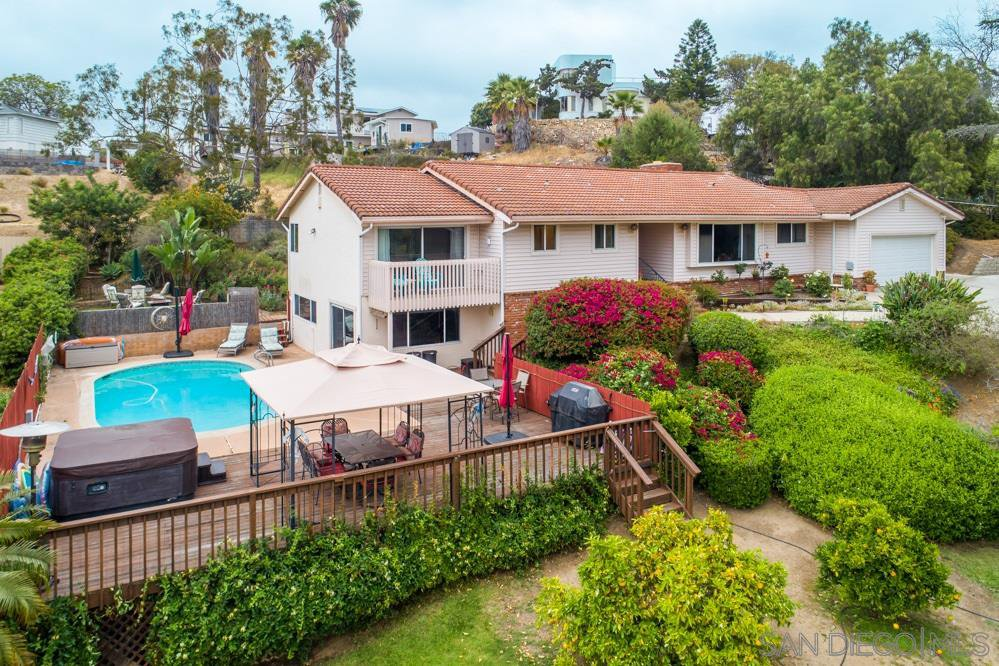 Main Photo: MOUNT HELIX House for sale : 4 bedrooms : 10764 QUEEN AVE in La Mesa