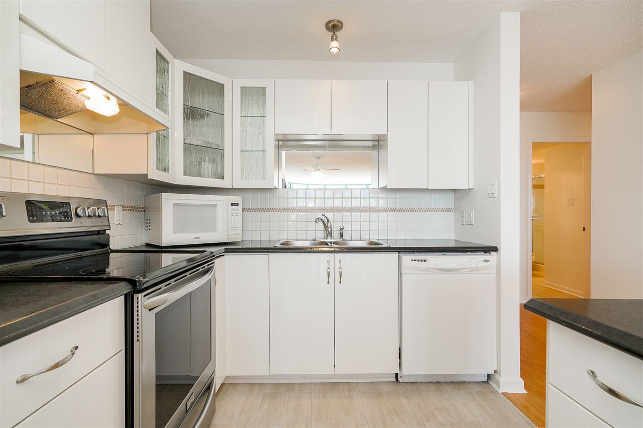 "Photo 5: Photos: 805 612 SIXTH Street in New Westminster: Uptown NW Condo for sale in ""THE WINDWARD"" : MLS®# R2500900"