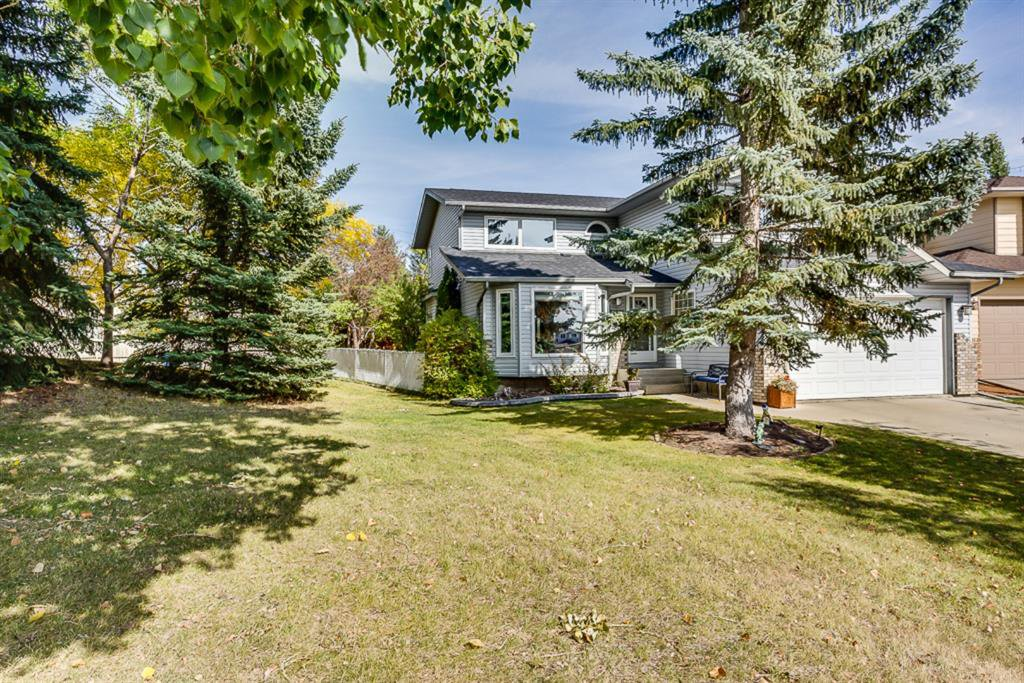 GREAT LOCATION SIDING ONTO A PARK AND ON A QUIET CUL DE SAC