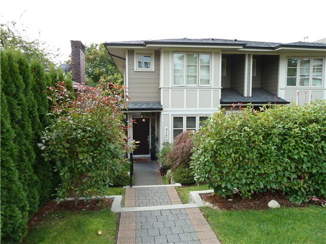 Main Photo: 317 E 5TH Street in North Vancouver: Lower Lonsdale House 1/2 Duplex for sale : MLS®# V1051265
