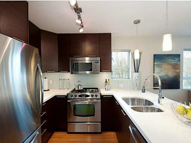 Photo 2: Photos: 3098 QUEBEC ST in Vancouver: Mount Pleasant VE Townhouse for sale (Vancouver East)  : MLS®# V1032344