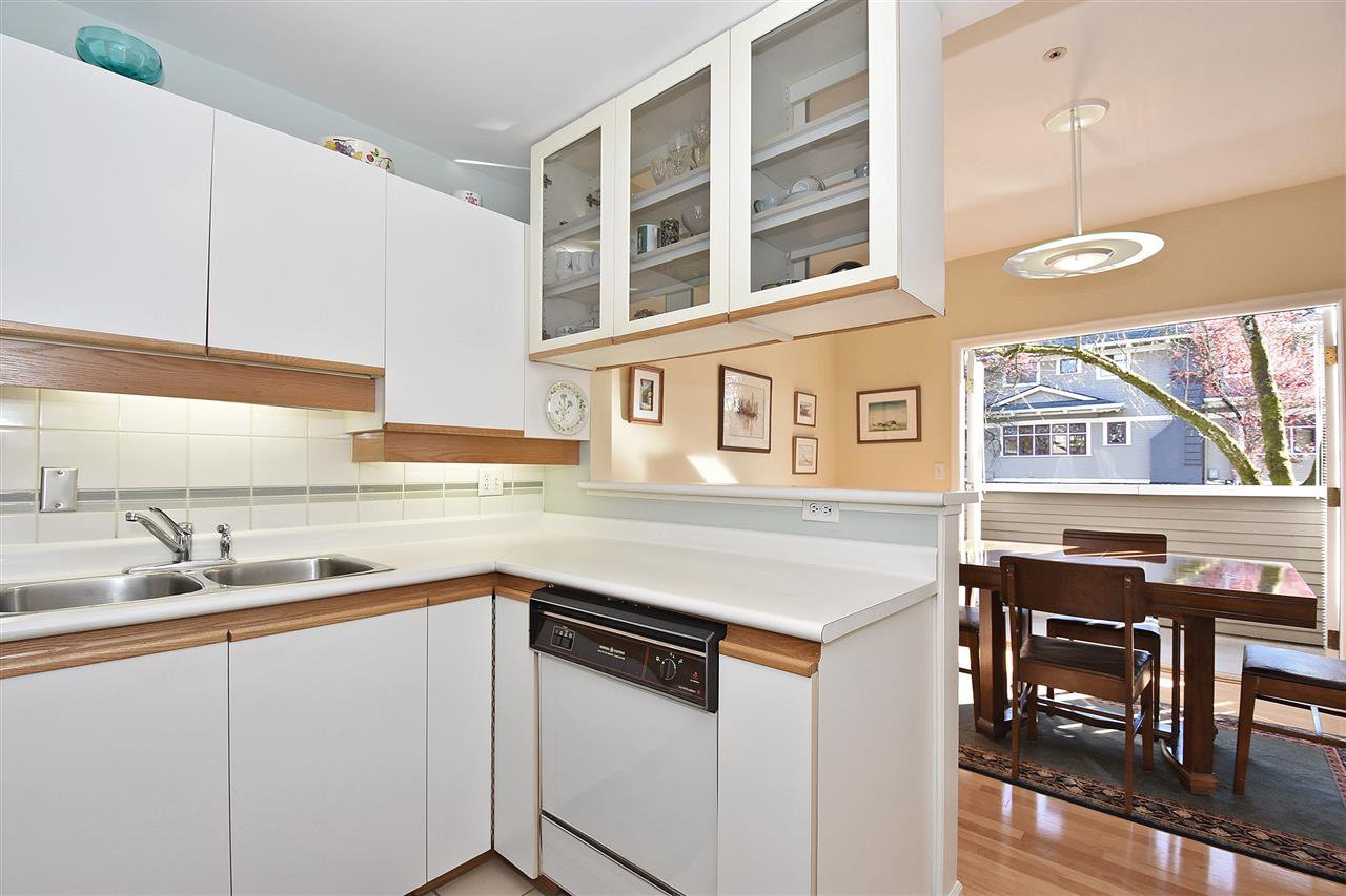 """Photo 8: Photos: 1903 W 14TH Avenue in Vancouver: Kitsilano Townhouse for sale in """"KITSILANO"""" (Vancouver West)  : MLS®# R2051736"""