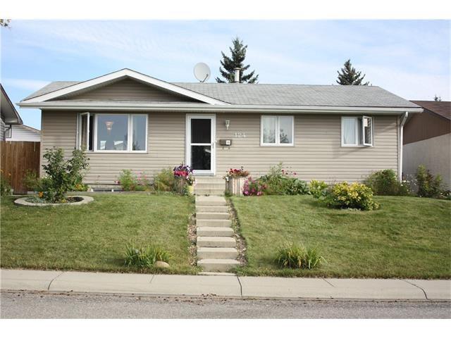 Main Photo: 124 MAITLAND Road NE in Calgary: Marlborough Park House for sale : MLS®# C4079427