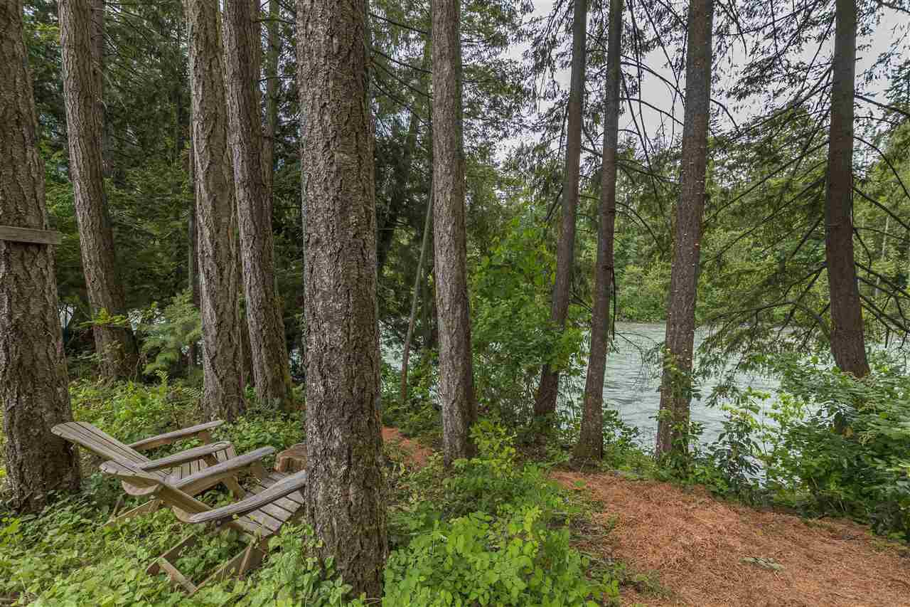 Main Photo: 21051 RIVERVIEW Drive in Hope: Hope Kawkawa Lake Manufactured Home for sale : MLS®# R2274453