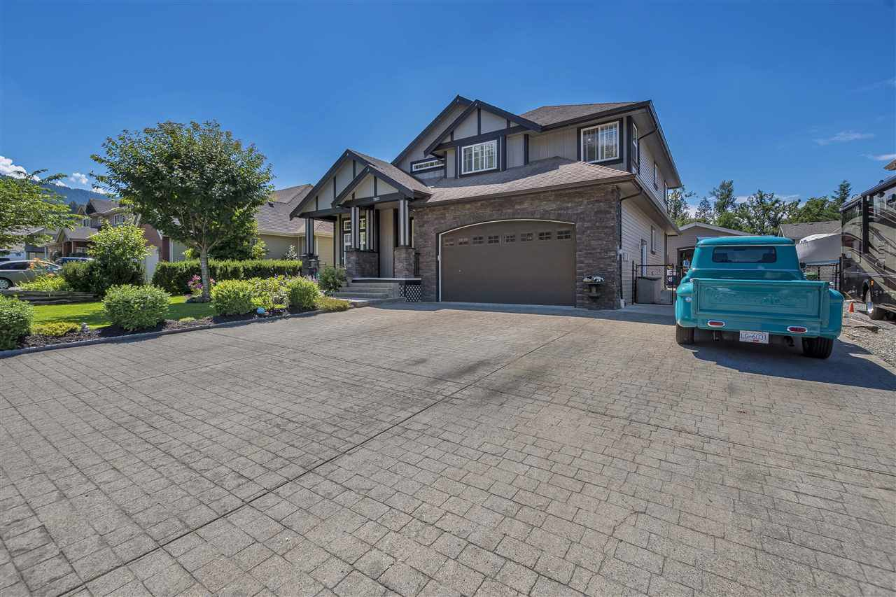 Main Photo: 7983 PALMER Place in Chilliwack: Eastern Hillsides House for sale : MLS®# R2285867