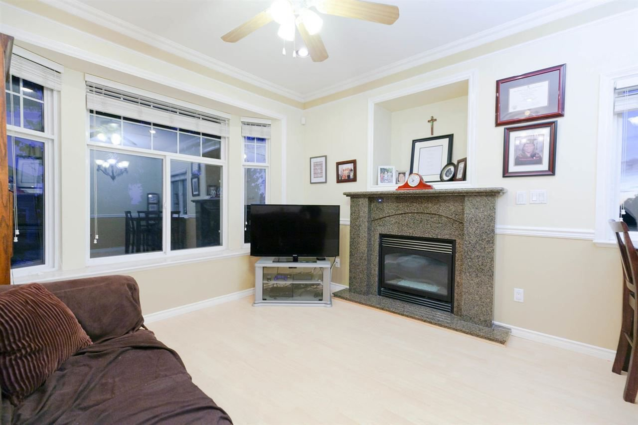 Photo 2: Photos: 1583 EAST 41ST Avenue in Vancouver: Knight House for sale (Vancouver East)  : MLS®# R2308013