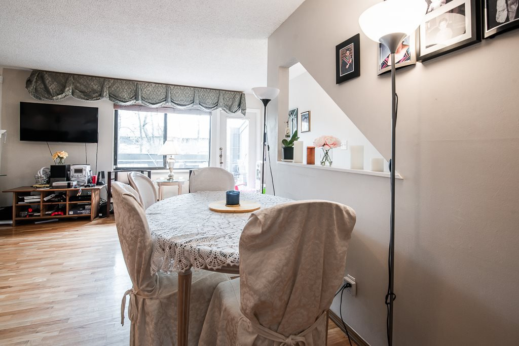 """Photo 9: Photos: 3472 NAIRN Avenue in Vancouver: Champlain Heights Townhouse for sale in """"COUNTRY LANE"""" (Vancouver East)  : MLS®# R2358449"""