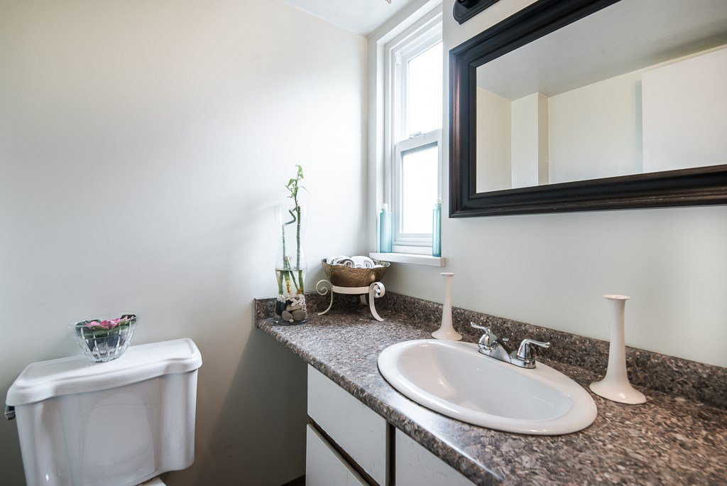 """Photo 15: Photos: 3472 NAIRN Avenue in Vancouver: Champlain Heights Townhouse for sale in """"COUNTRY LANE"""" (Vancouver East)  : MLS®# R2358449"""