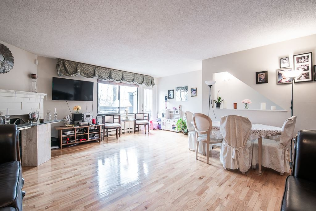 """Photo 7: Photos: 3472 NAIRN Avenue in Vancouver: Champlain Heights Townhouse for sale in """"COUNTRY LANE"""" (Vancouver East)  : MLS®# R2358449"""