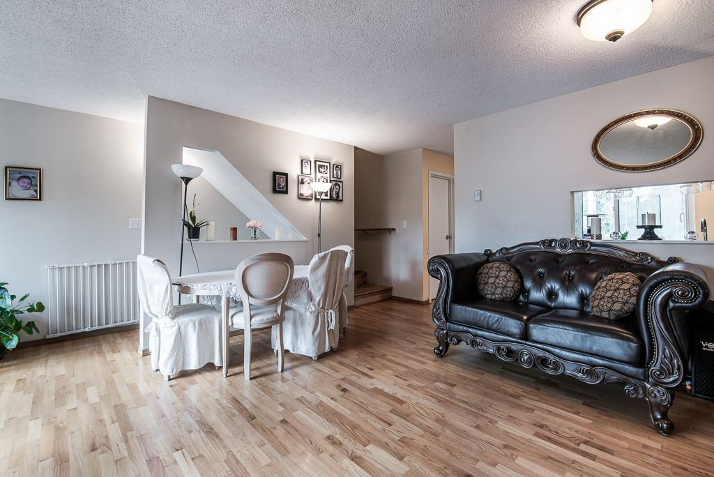 """Photo 6: Photos: 3472 NAIRN Avenue in Vancouver: Champlain Heights Townhouse for sale in """"COUNTRY LANE"""" (Vancouver East)  : MLS®# R2358449"""