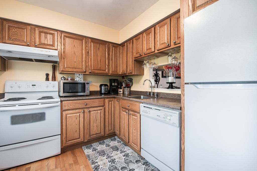 """Photo 13: Photos: 3472 NAIRN Avenue in Vancouver: Champlain Heights Townhouse for sale in """"COUNTRY LANE"""" (Vancouver East)  : MLS®# R2358449"""