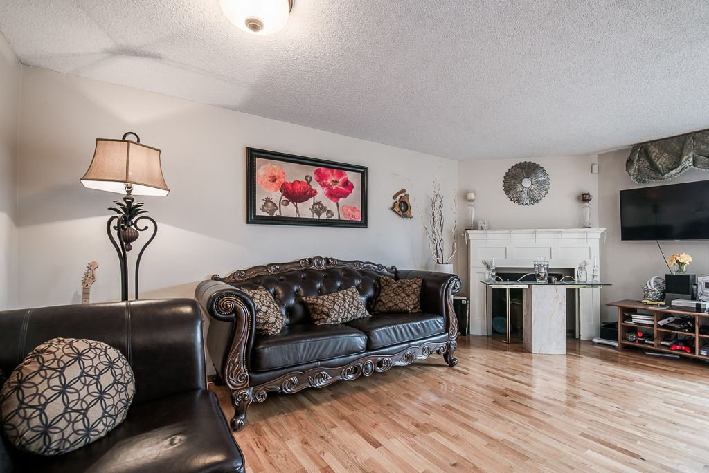 """Photo 8: Photos: 3472 NAIRN Avenue in Vancouver: Champlain Heights Townhouse for sale in """"COUNTRY LANE"""" (Vancouver East)  : MLS®# R2358449"""