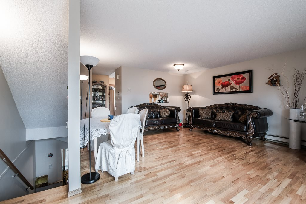 """Photo 4: Photos: 3472 NAIRN Avenue in Vancouver: Champlain Heights Townhouse for sale in """"COUNTRY LANE"""" (Vancouver East)  : MLS®# R2358449"""