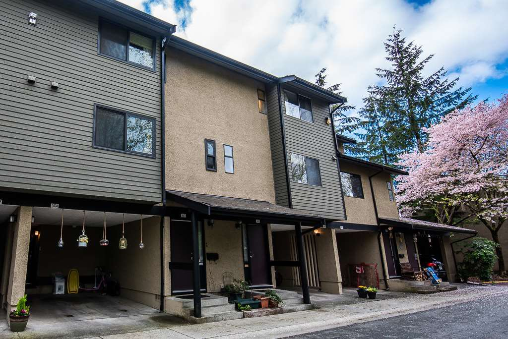 """Photo 2: Photos: 3472 NAIRN Avenue in Vancouver: Champlain Heights Townhouse for sale in """"COUNTRY LANE"""" (Vancouver East)  : MLS®# R2358449"""