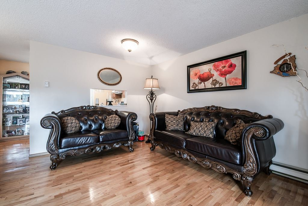 """Photo 5: Photos: 3472 NAIRN Avenue in Vancouver: Champlain Heights Townhouse for sale in """"COUNTRY LANE"""" (Vancouver East)  : MLS®# R2358449"""