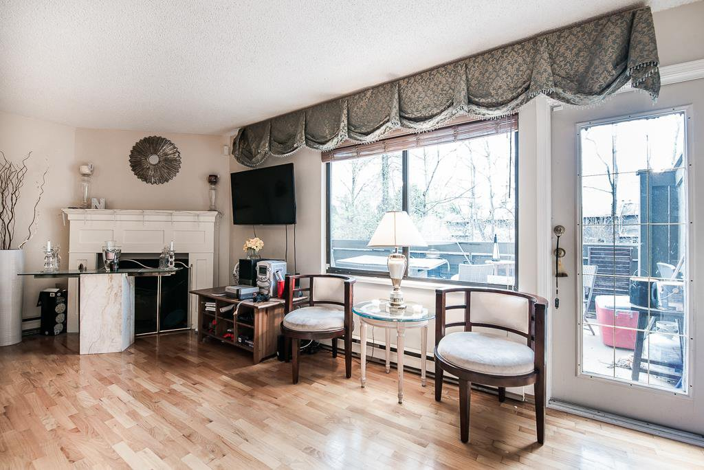 """Photo 3: Photos: 3472 NAIRN Avenue in Vancouver: Champlain Heights Townhouse for sale in """"COUNTRY LANE"""" (Vancouver East)  : MLS®# R2358449"""