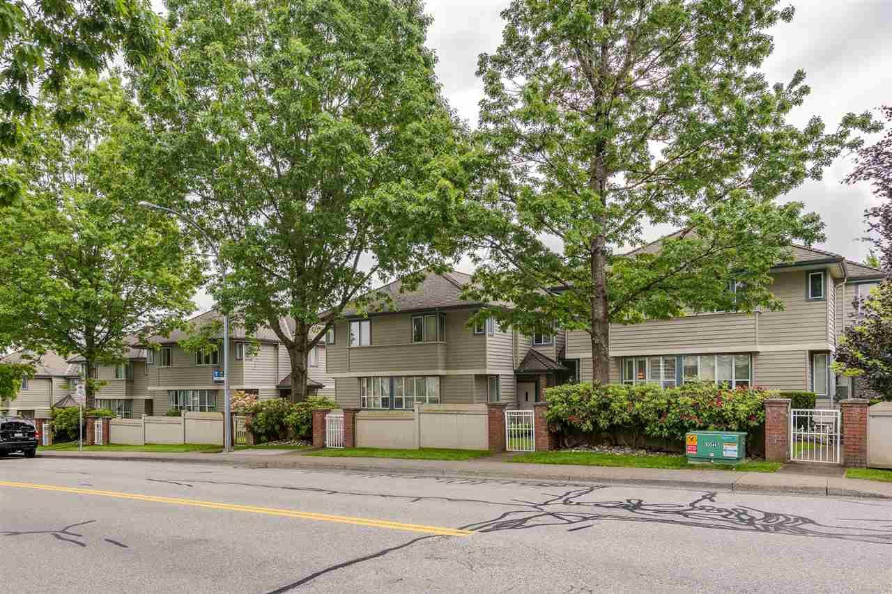 "Main Photo: 15 920 CITADEL Drive in Port Coquitlam: Citadel PQ Townhouse for sale in ""CITADEL GREEN"" : MLS®# R2375457"