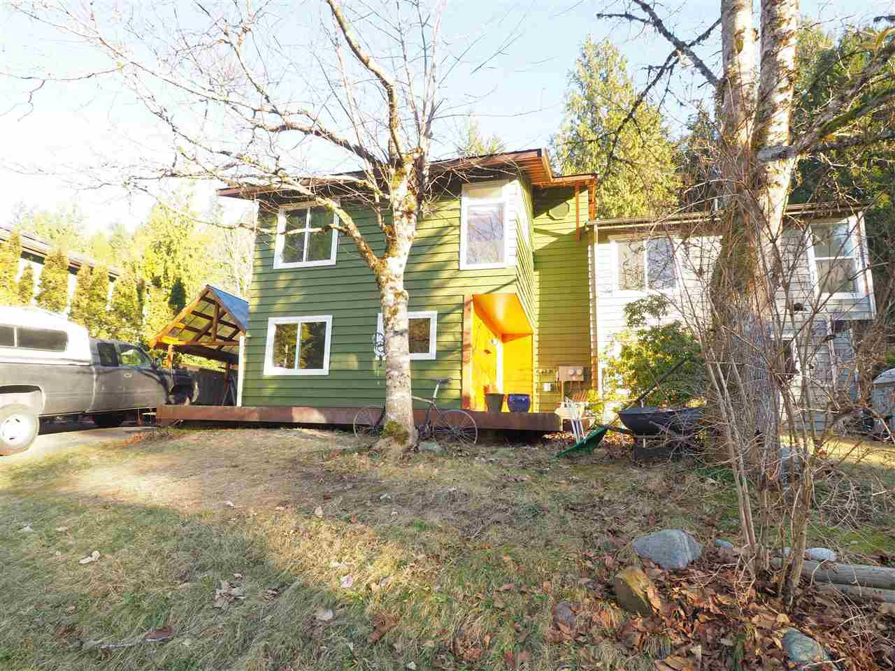 "Main Photo: 40628 PERTH Drive in Squamish: Garibaldi Highlands House 1/2 Duplex for sale in ""Garibaldi Highlands"" : MLS®# R2422621"