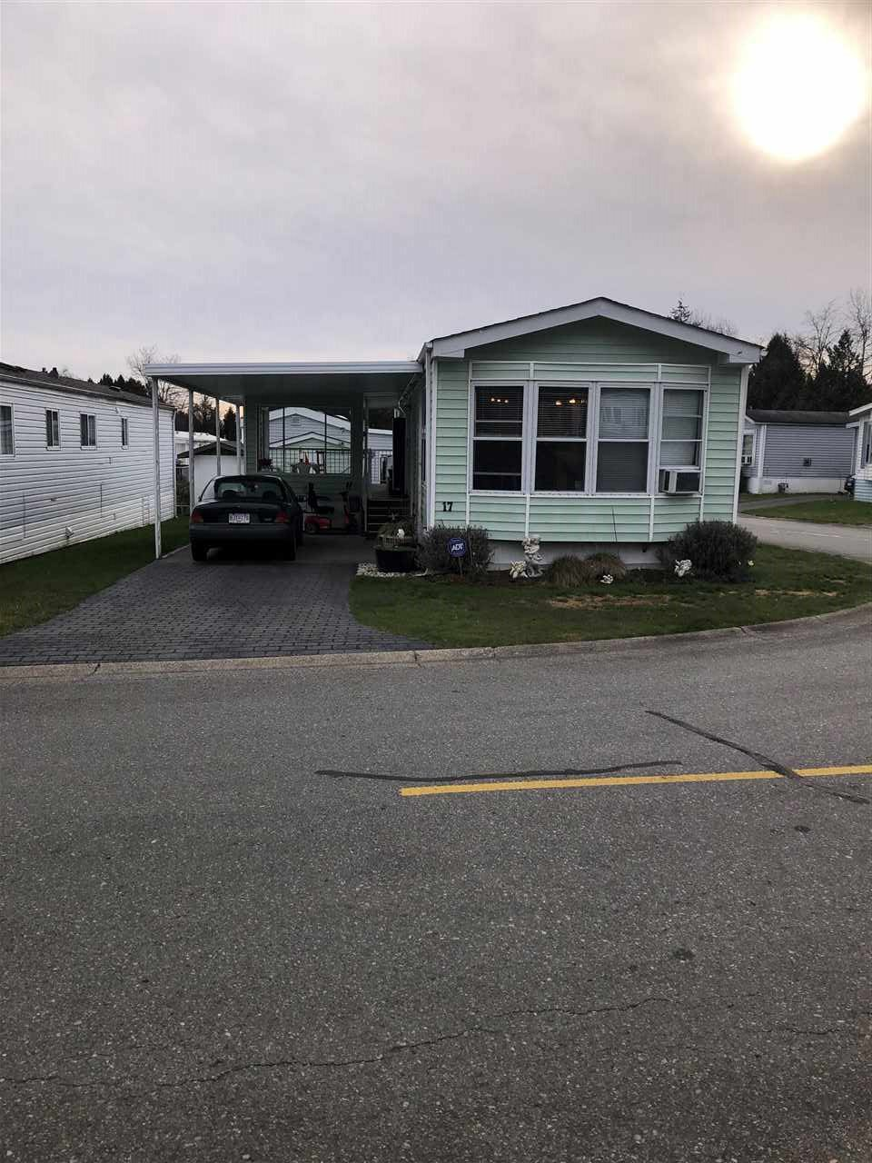 Main Photo: 17 13507 81 Avenue in Surrey: Queen Mary Park Surrey Manufactured Home for sale : MLS®# R2446568