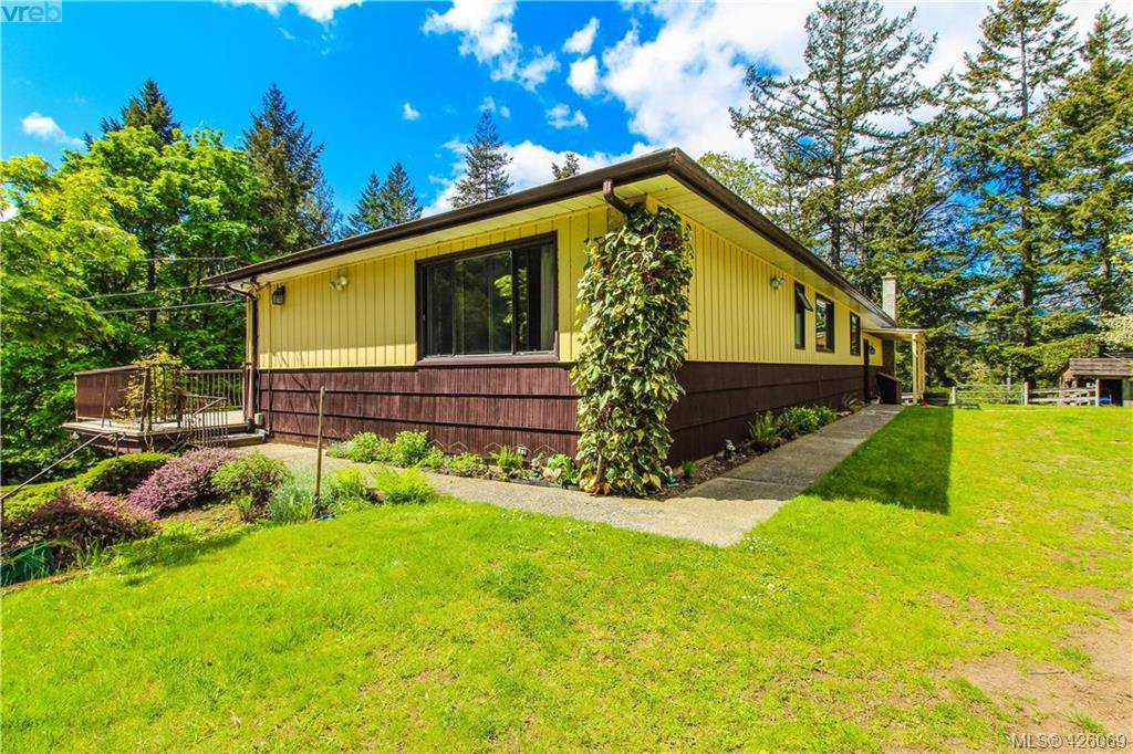 Main Photo: 425 Sparton Rd in VICTORIA: SW Prospect Lake House for sale (Saanich West)  : MLS®# 839475